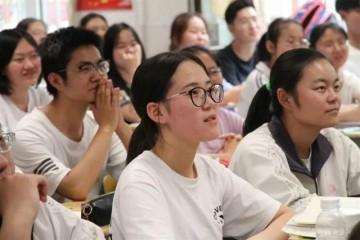 高考成绩672家长竟要求复读看到复读成绩孩子崩溃大哭